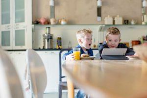 DNA selvitti: Sosiaaliset pelit lasten ja nuorten suosikkeja puhelimella