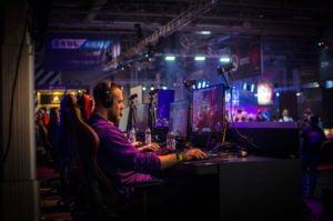 Mikä on kilpa- ja ammattipelaamisen tulevaisuus – pari erilaista skenaariota